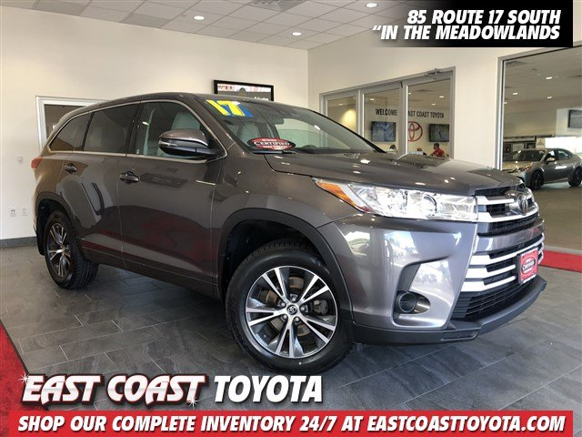 Certified Pre-Owned 2017 Toyota Highlander LE V6 AWD SUV