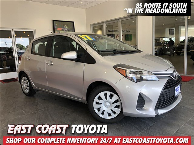 Pre-Owned 2017 Toyota Yaris SE 4-CYL HATCHBACK