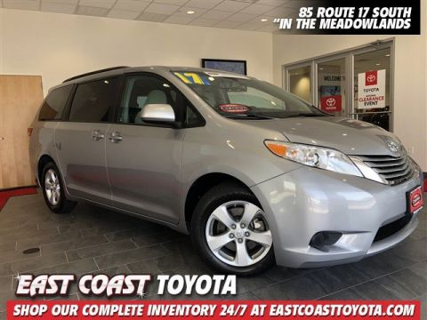 Certified Pre-Owned 2017 Toyota Sienna LE V6 FWD 8 PASSENGER